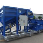 Mobile screening plant for the loading of pellets